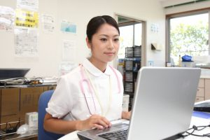 施設内で待機している看護師